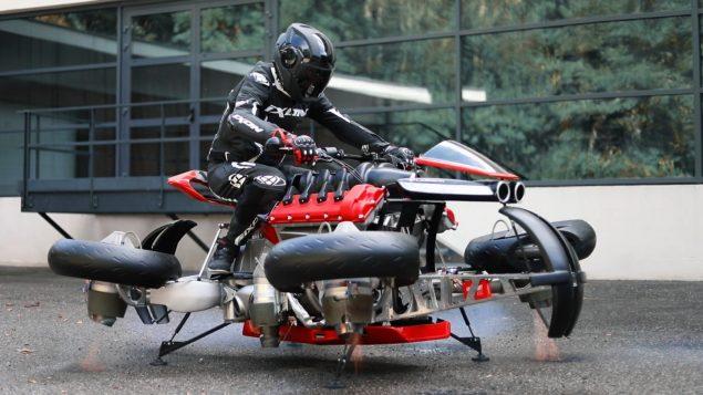 La première moto volante de l'histoire