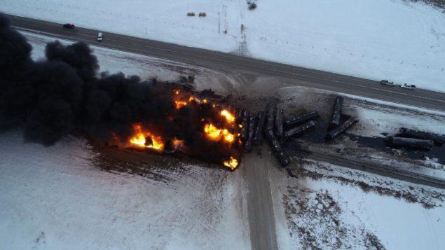 Le déraillement du 6 février était le deuxième depuis décembre; il a forcé l'évacuation de certains résidents de la communauté rurale de Guernsey en Saskatchewan - .Photo : La Presse Canadienne / Transportation Safety Bureau / Canadian Pacific Railway