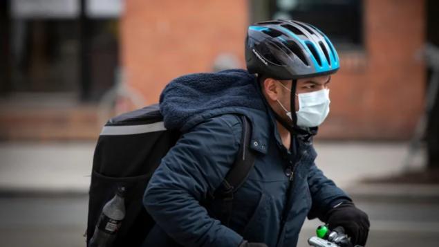 Pris de vitesse : les États-Unis vont demander à tous de porter le masque