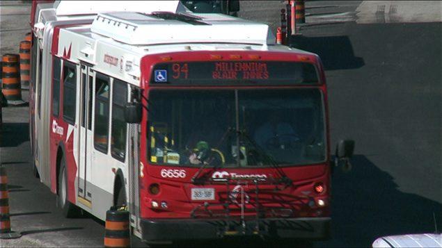 Première au pays : masques obligatoires dans les transports en commun à Ottawa