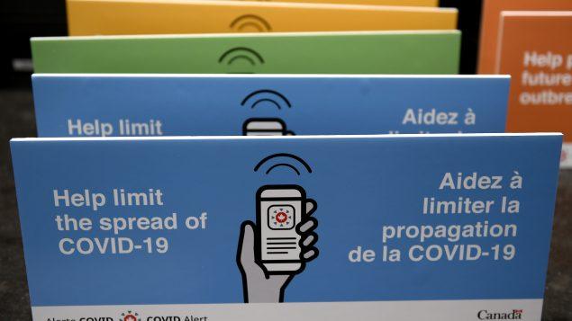 En date du 13 octobre 2020, l'application Alerte Covid, a enregistré 3,8 millions de téléchargements dans 8 provinces et a permis à 1 486 personnes de signaler qu'elles étaient atteintes de la COVID-19 - Photo : Justin Tang / La Presse Canadienne