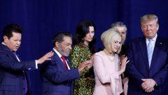 Le président américain Donald Trump participe à une prière avant de prendre la parole lors du lancement de la coalition Evangelicals for Trump au ministère international du roi Jésus à Miami, Floride, États-Unis, le 3 janvier 2020 – Photo : Reuters / Tom Brenner