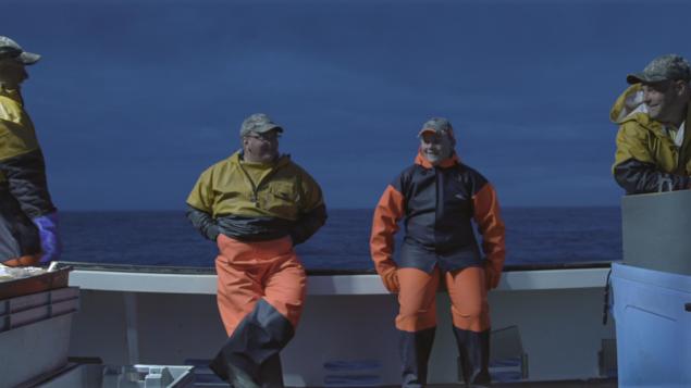 Les deux réalisatrices diplômées de l'UQAM ont choisi de présenter la problématique de la disparition des Îles-de-la-Madeleine à travers le regard de trois jeunes écoliers qui rédigent, chacun, une lettre, telle une bouteille à la mer, à quelqu'un « qui n'a jamais connu les Îles» - Photo : Courtoisie / À perte de vue