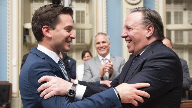 Le Premier ministre du Québec, François Legault et le ministre de l'immigration à l'époque, Simon Jolin-Barrette après l'adoption de la loi sur la laïcité de l'État - 16.06.2019 - La Presse canadienne / Jacques Boissinot