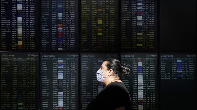 Air Canada dit qu'elle «explore actuellement des options viables aux aéroports canadiens.» pour implanter la reconnaissance faciale à l'embarquement - Photo : AP Photo / Jeff Chiu (Aéroport de San Francisco)