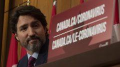 «La livraison des doses, la vaccination, ça se passera extrêmement rapidement. Donc, les premiers Canadiens vont se faire vacciner la semaine prochaine. Si l'on a l'approbation de Santé Canada cette semaine.», Justin Trudeau - Photo : La Presse canadienne / Adrian Wyld