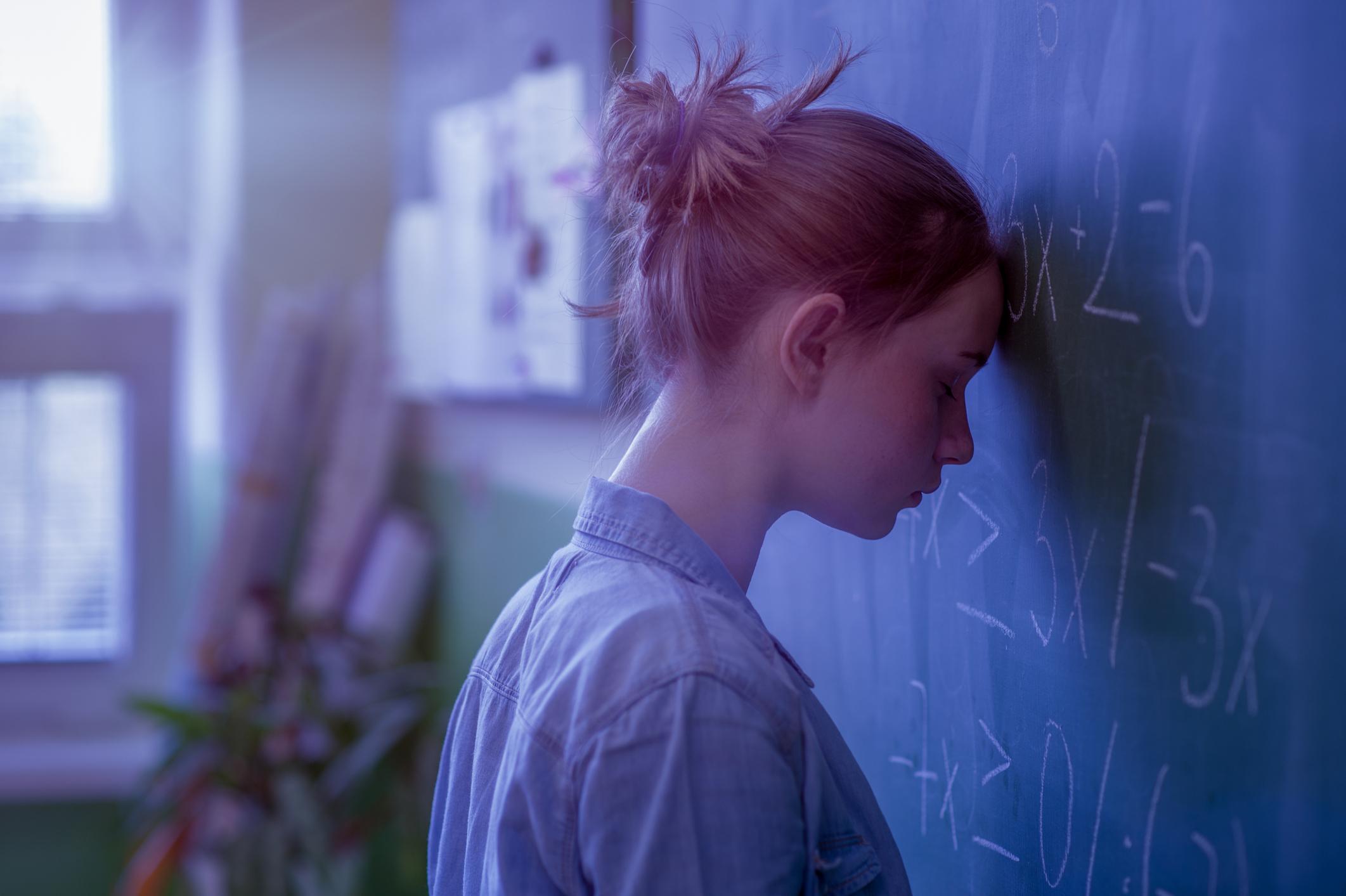 ''Échecs et Maths'', raconte l'histoire d'une jeune fille de 15 ans, Sophia, qui est en échec scolaire et qui veut en finir avec l'école. Mais un séjour chez une tante, enseignante à la retraite, lui fera changer ses plans - iStock / Andrea Obzerova