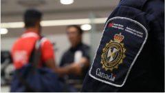 Ces étudiants dont certains étaient inscrits à l'Université du Québec à Trois-Rivières et bien que munis de visas étudiants n'ont pas pu convaincre les agents de l'immigration de leur remettre des permis d'études et de les laisser entrer au Canada - Photo : Facebook / ASCF