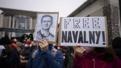 L'opposant russe a été arrêté le 17 janvier à son retour en Russie après cinq mois en Allemagne. Il y était en convalescence après son « empoisonnement.» - Photo : manifestation à Berlin pour demander la libération de Mr Navalny - 23.01.2021 - AP Photo / Markus Schreiber