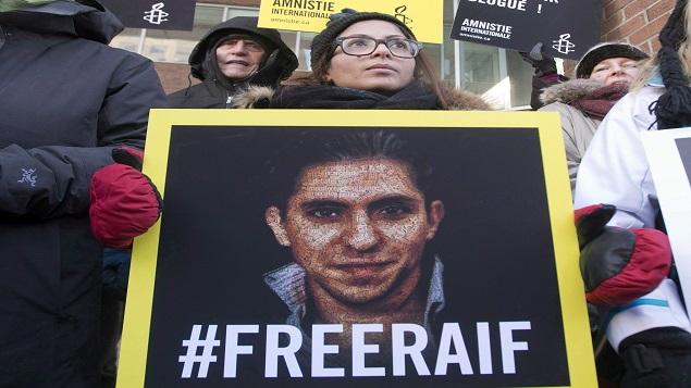 Ensaf Haidar, épouse du blogueur saoudien Raif Badawi, participe à une vigile à Montréal - 13.01.2015 - Photo : La Presse Canadienne / Ryan Remiorz