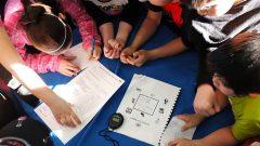 La commission scolaire Kativik a la particularité d'être trilingue (inuktitut, la langue maternelle des Inuits, français et en anglais). Mais les enfants étudient en inuktitut, jusqu'en troisième année primaire - Photo : Kativik Ilisarniliriniq / Jade Duchesneau-Bernier