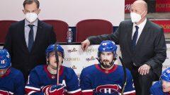 Le Claude Julien, à droite, et Kirk Muller survient au lendemain d'une défaite de l'équipe face aux Sénateurs d'Ottawa - La Presse Canadienne / Graham Hughes