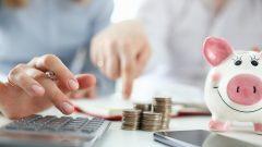 « Il est important d'établir un budget quelle que soit notre situation financière », affirme Youcef Ghellache, enseignant de finances au Collège Montmorency de Laval au Québec - Photo : iStock / Ivan Balvan