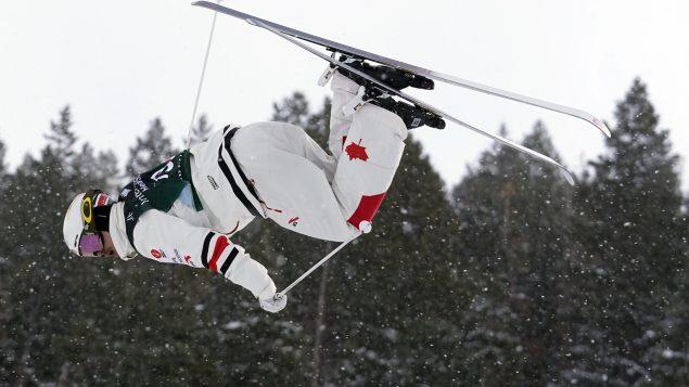 Mikaël Kingsbury s'offre avec cette victoire un sixième titre mondial depuis 2012. Il a déjà réalisé un doublé à Deer Valley en Utah aux États-Unis, en 2019 (sur la photo) - AP Photo / Rick Bowmer