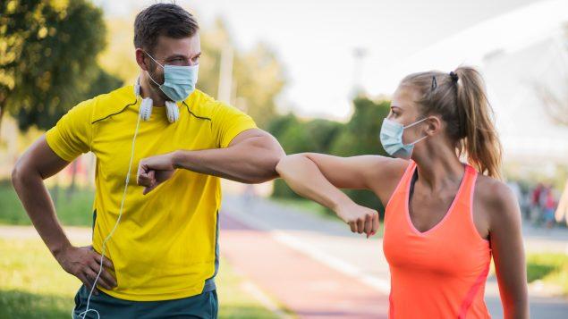 En zone jaune, la limite du nombre de personnes pouvant participer à une même activité sportive extérieure est fixée à douze - Photo : iStock / Photodjo