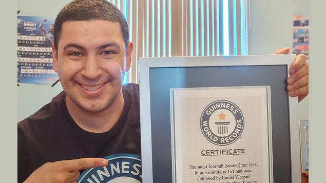 Un record Guinness de soccer pour le jeune Canadien Daniel Wassef