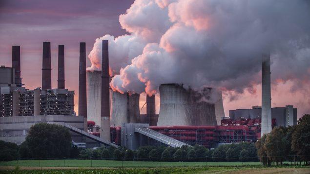 Taxe carbone : «le plan conservateur favorable aux pétrolières», selon Greenpeace