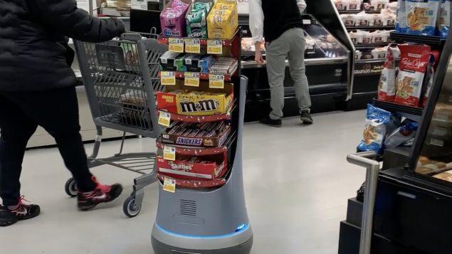 Le robot qui vous suit dans le magasin pour vous vendre du chocolat