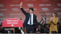 زعيم الحزب الليبرالي جوستان ترودو بعد صدور نتائج الانتخابلات وإلى جانبه زوجته صوفي غريغوار/Ivanoh Demers/Radio-Canada