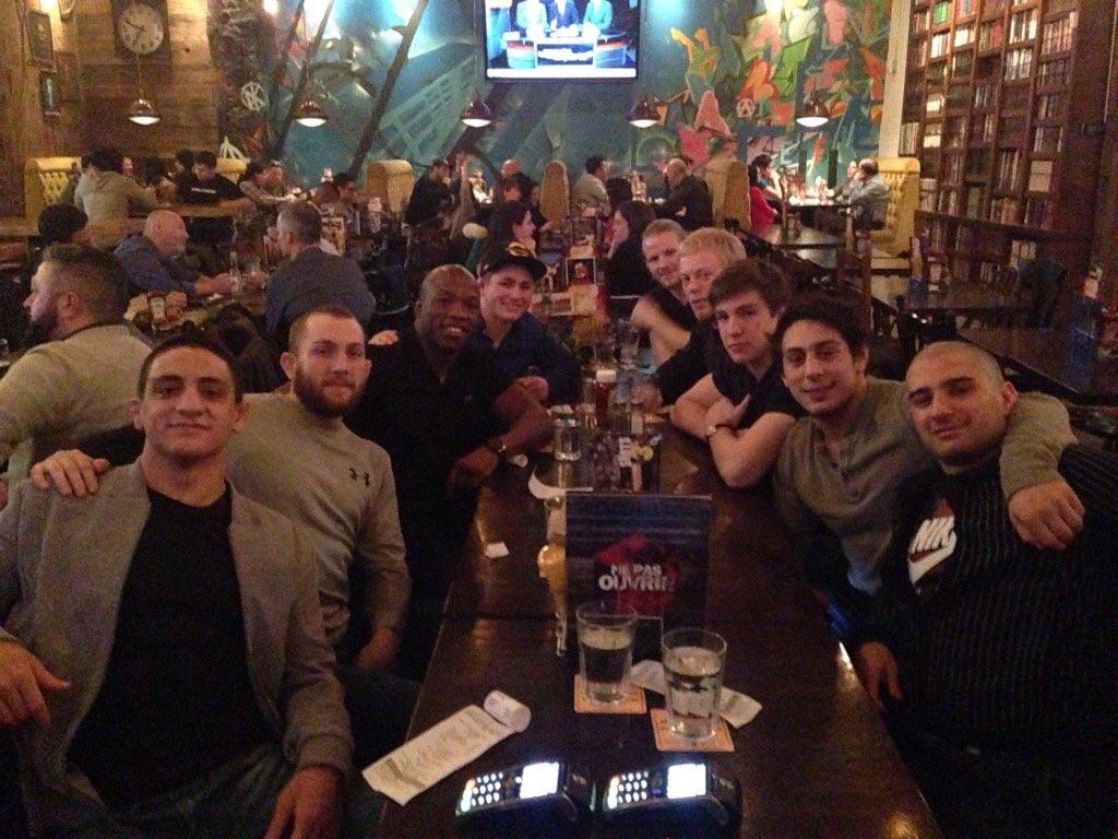 Les collègues du Club de lutte de Cleopas. De gauche à droite Vince Demarinis, Scott Schiller, Noel Tremblay, Dima Gershanov, Francis Carter, Alex Moore, Sam Barmish et Gabriel Choueke.