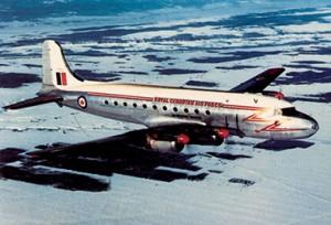نورث ستار في العام DC-4M طائرة تابعة لكنداير من طراز 1954 تحلّق في الفضاء الكندي. (متحف الطيران والفضاء الكندي)