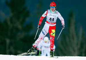 Emily Nishikawa رياضية كندية كبيرة تعيش في وايت هورس في أقاليم الشمال الغربي وها هي خلال سباق في منطقة كنمور في ألبرتا في شهر يناير كانون الثاني 2013  PC/JEFF MCINTOSH