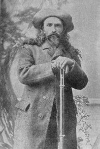 Pierre Le Royer  واحد من أواخر كبار صيادي الغابات في كندا. صورة التقطت في عام 1889 (من الألبوم العالمي)