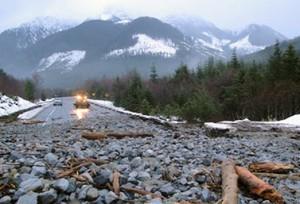 انزلاق أراضٍ أدى إلى إغلاق أوتوستراد 19 على بعد 40 كيلومترا من مدينة سايورد ريفير بريدج في جزيرة فانكوفر.