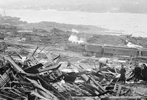 ما بقي من وسط مدينة هليفكس خلال الساعات التي أعقبت الانفجار (Nova Scotia Archives & Record Management/Canadian Press)