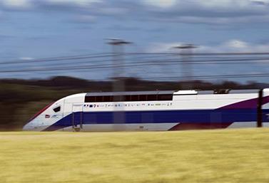 قطار تي جي في فائق السرعة على خط أوروبي (أف ب/سيباستيان بوزون)