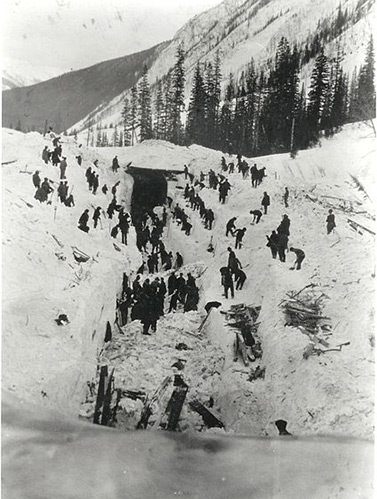 March 5, 1910, transcontinental railway employees clear the tracks and recover bodies after an avalanche the previous day. (Revelstoke Museum)