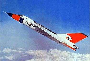 Para contrarrestar la amenaza soviética en el Gran Norte, Canadá creó en los años 1950 el avión de caza más potente del mundo. El CF-105 Arrow d'Avro podía volar dos veces más rápido que el sonido; es decir, 2 240 km/h, lo cual lo convirtió en el aparato de combate más rápido que se haya construido. (Archives Gouvernement du Canada)