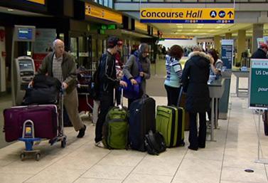 Día concurrido en el aeropuerto internacional de Calgary, Alberta, en el oeste canadiense. (Canadian Broadcasting Corporation)