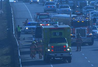 Escena de un choque relativamente menor en noviembre de 2012, en Sainte-Thérèse, al norte de la ciudad de Montreal. El accidente implicaba un camión de remolque y un autobús escolar. (Radio-Canada)