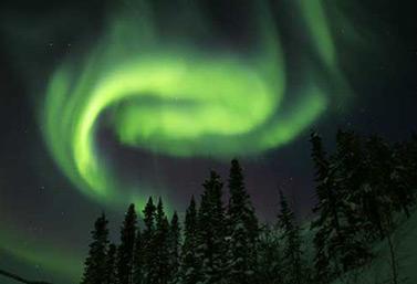 Uno puede observar, regularmente, auroras boreales en el cielo de Yellowknife, en los Territorios del Noroeste.