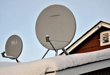 Antenas, platillos, de recepción para los televisores satelitales (Ian Stewart / CBC News)