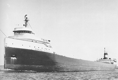 El SS Edmund Fitzgerald en el río St-Mary en mayo de 1975, seis meses antes del naufragio que costó la vida a 29 personas. (United States Army Corps of Engineers)