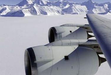 Vol en avion au-dessus des montagnes Rocheuses en Alberta, du côté de Banff. AFP/Michael Studinger