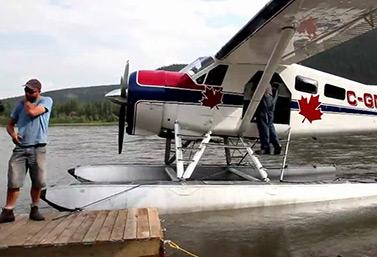 Un avion de brousse canadien classique dans les Territoires du Nord-Ouest (Canadian Broadcasting Corporation)