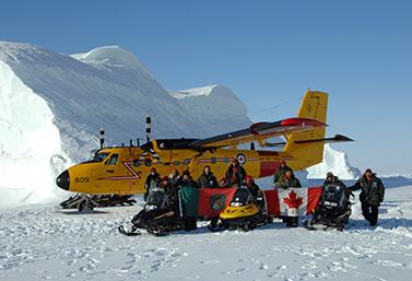 Des membres inuits des Rangers canadiens mis en place en 1947 pour surveiller le Grand Nord et alerter les militaires (Ministère de la Défense nationale)