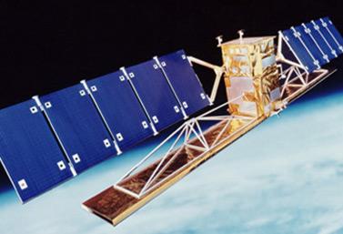 Lancé en novembre 1995, RADARSAT-1, le premier satellite canadien d'observation de la Terre, est capable de transmettre et de recevoir des signaux malgré les nuages, le brouillard, la fumée et l'obscurité. (Agence spatiale canadienne)