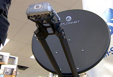 Xplornet est une entreprise canadienne qui permet aux gens des régions rurales de se connecter à Internet haute vitesse grâce à son service de satellites. (CBC News)