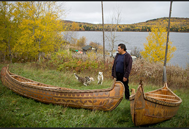 Un canot amérindien (Radio-Canada)