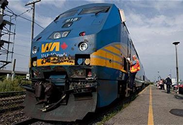 Train de passagers de Via Rail Canada (Presse Canadienne/Peter McCabe)