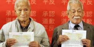 قدم رئيس الحكومة الكندية ستيفن هاربر إعتذارا رسميا للصينيين الكنديين في ما يتعلق بقانون استبعاد الصينيين وفرض ضريبة دخول عليهم. توماس سون (97عام ) وشارلي كون ، 99 عام أول المستفيدان من التعويضات. ك.ب