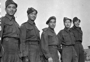 جنود كنديين من أصل صيني شاركوا في الحرب العالمية الثانية. حقوق الصورةِ: العقيد كارن هرمستان/ارشيف كندا