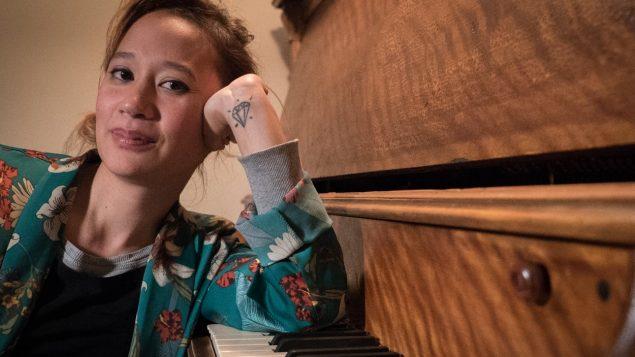 من أم كيبيكية وأب فيتنامي : فنانة تفتح قلبها بمناسبة شهر التراث الآسيوي