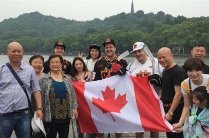加拿大三小伙在杭州推广冰球