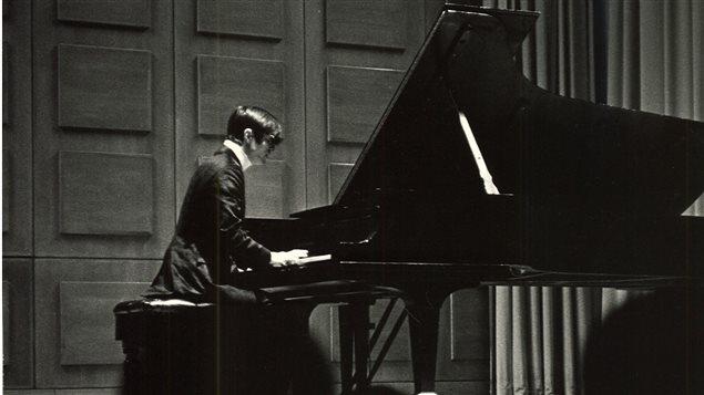 27 avril 1960 - Claude Savard donne un récital au Carnegie Recital Hall de New York. Crédit photo : Gracieuseté de la famille Savard