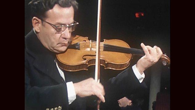 Ti-Jean Carignan en concert à la fin des années 1970 | Archives de Radio-Canada